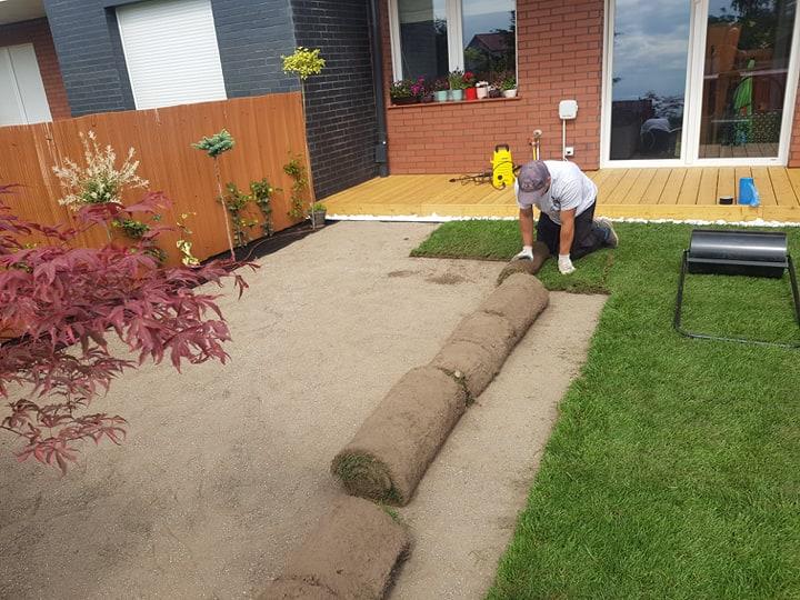 Ogródek z trawnikiem z rolki