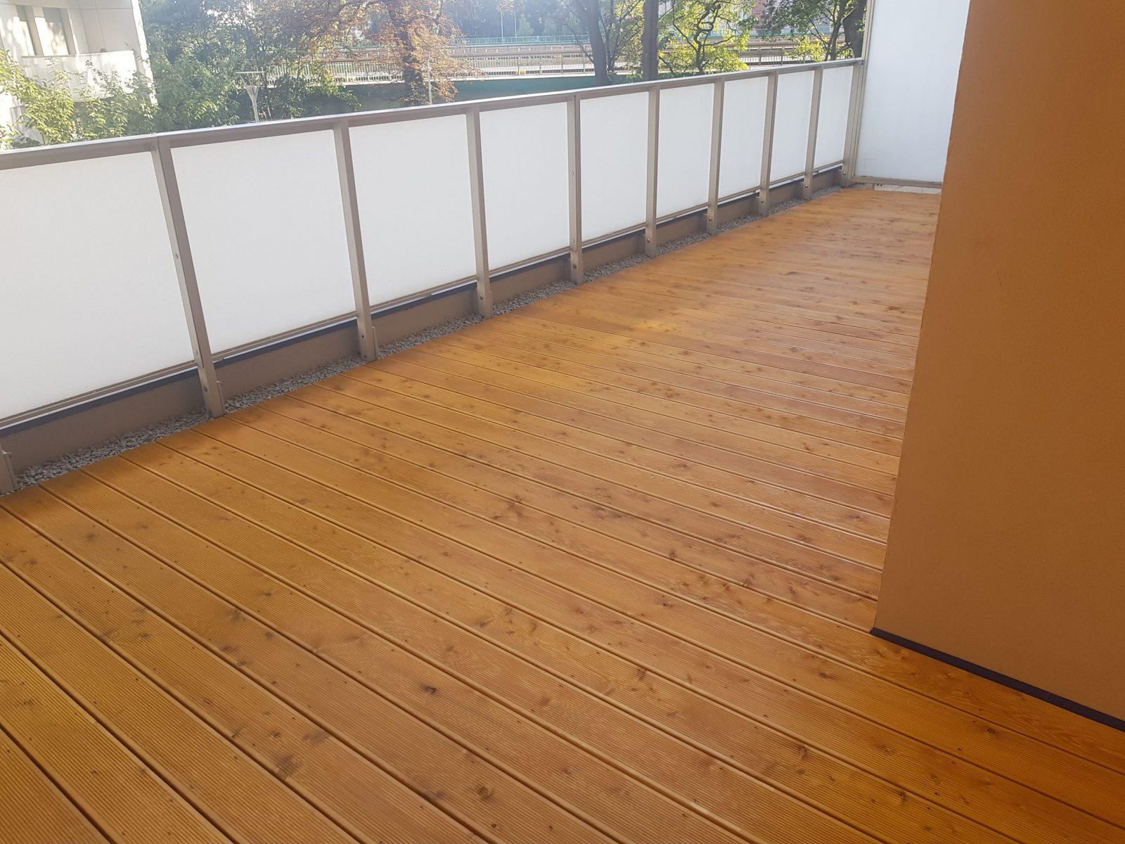 Drewno na balkonie