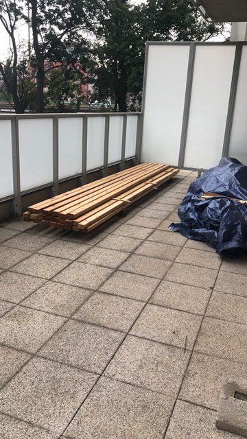 Taras z drewna na balkon